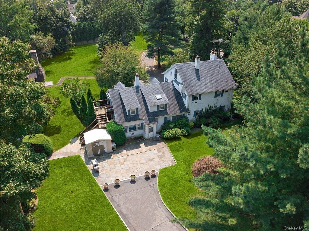 19. Single Family Home for Sale at 93 Wilmot Road New Rochelle, New York, 10804 United States