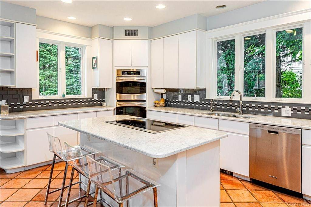 19. Single Family Home for Sale at 119 White Plains Road Bronxville, New York, 10708 United States