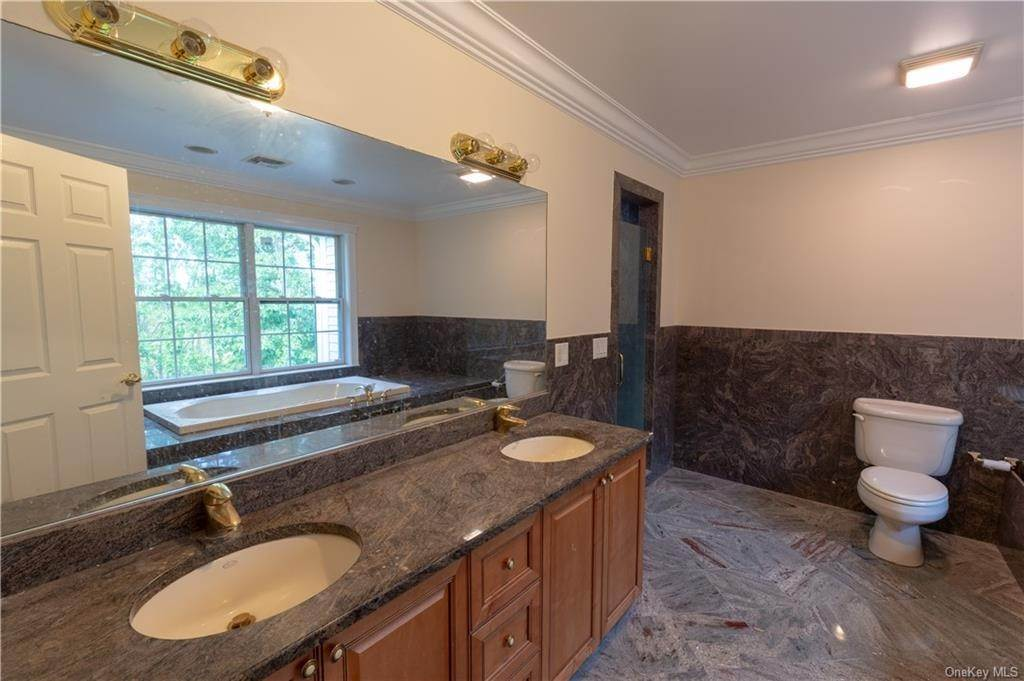 19. Single Family Home for Sale at 51 Juniper Terrace Tuxedo Park, New York, 10987 United States