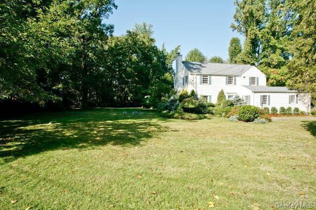 19. Single Family Home for Sale at 25 High Point Lane Scarsdale, New York, 10583 United States