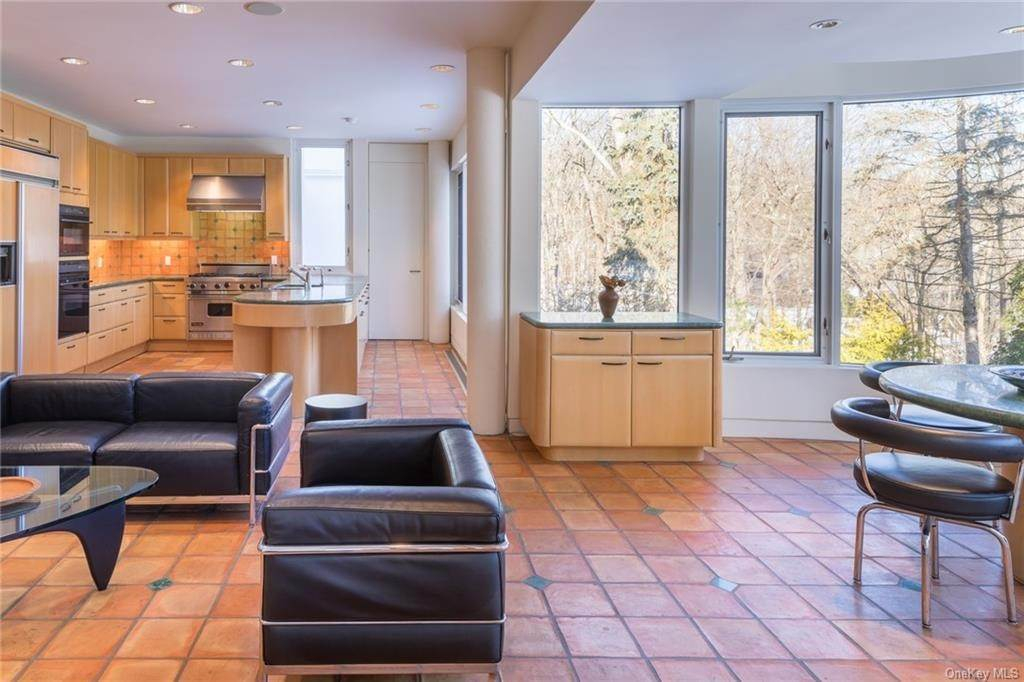 19. Single Family Home for Sale at 38 Mallard Lake Road Pound Ridge, New York, 10576 United States