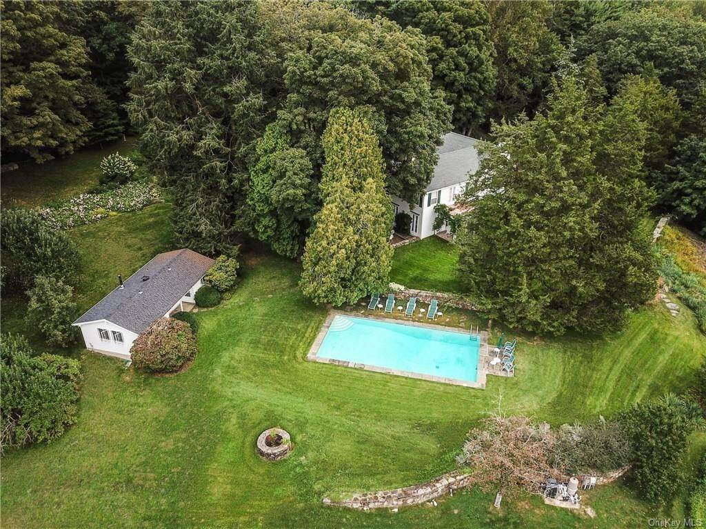 19. Single Family Home for Sale at 129 Fox Lane Bedford Corners, New York, 10549 United States
