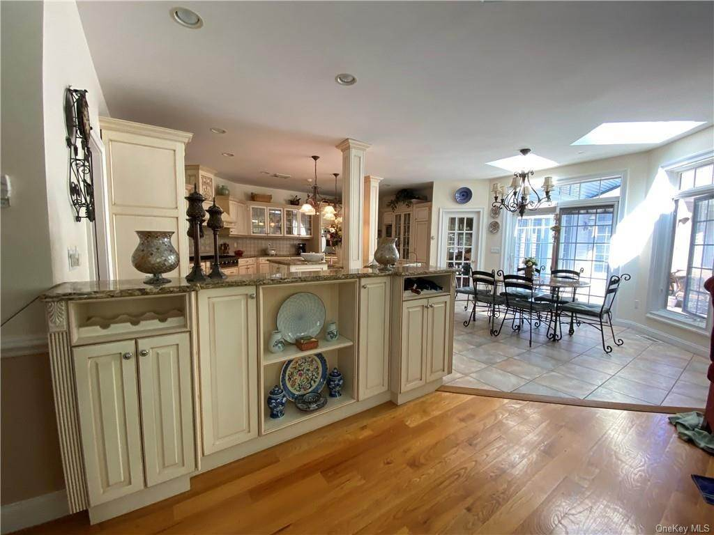 19. Single Family Home for Sale at 29 Helmstown Court Tuxedo Park, New York, 10987 United States