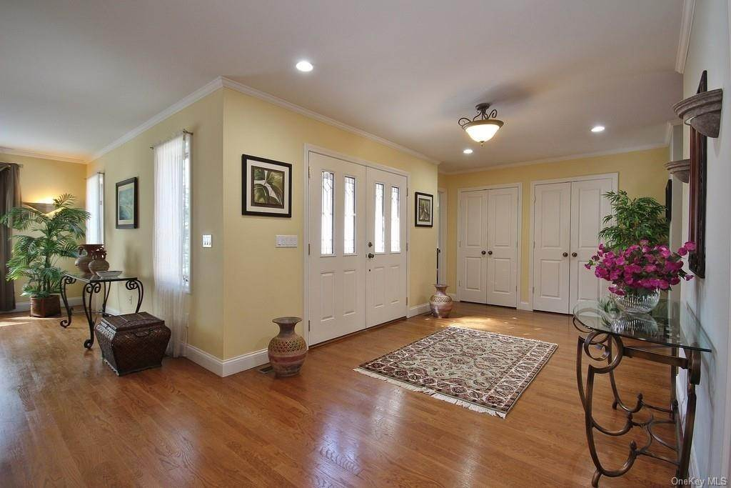2. Single Family Home for Sale at 151 Revolutionary Road Briarcliff Manor, New York, 10510 United States