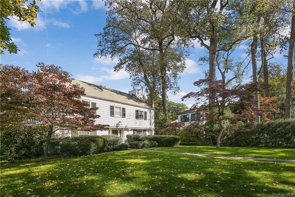 2. Single Family Home for Sale at 1 Hemlock Road Bronxville, New York, 10708 United States