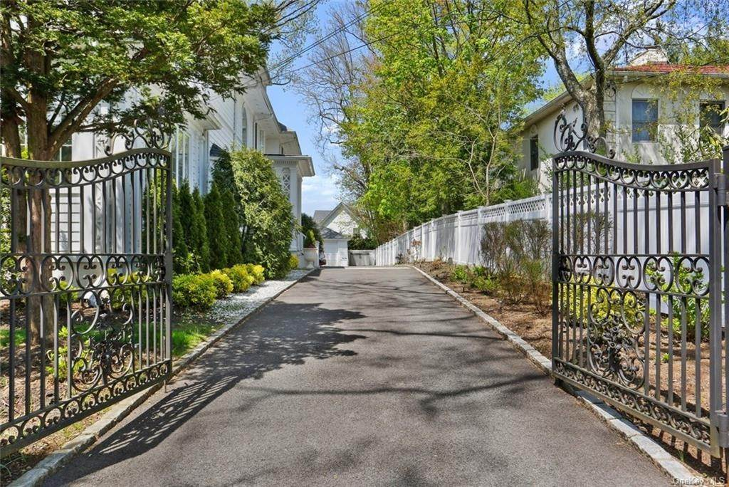 2. Single Family Home for Sale at 30 Dupont Avenue White Plains, New York, 10605 United States