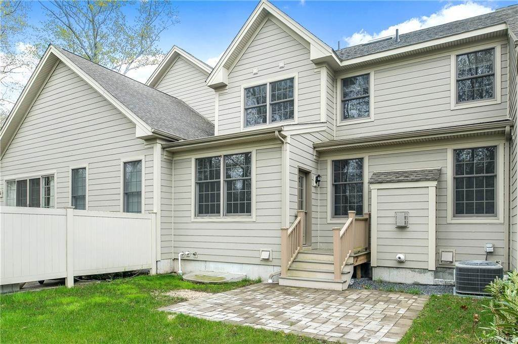 2. Single Family Home for Sale at 28 Deforest Drive Cortlandt Manor, New York, 10567 United States