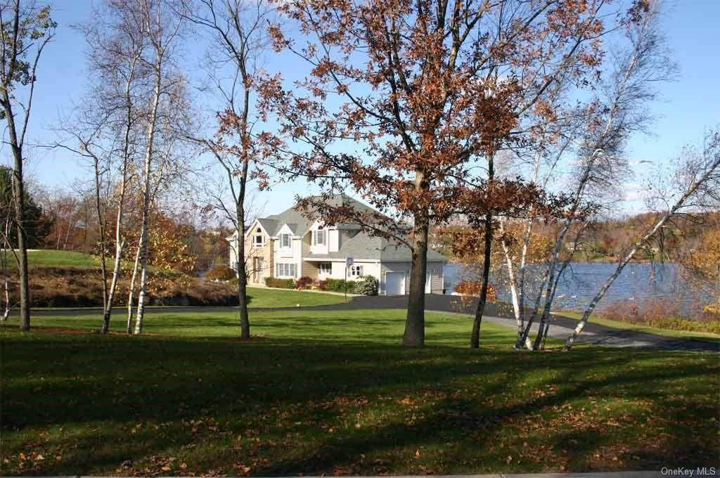 2. Single Family Home for Sale at 80 Waterview Terrace New Windsor, New York, 12553 United States