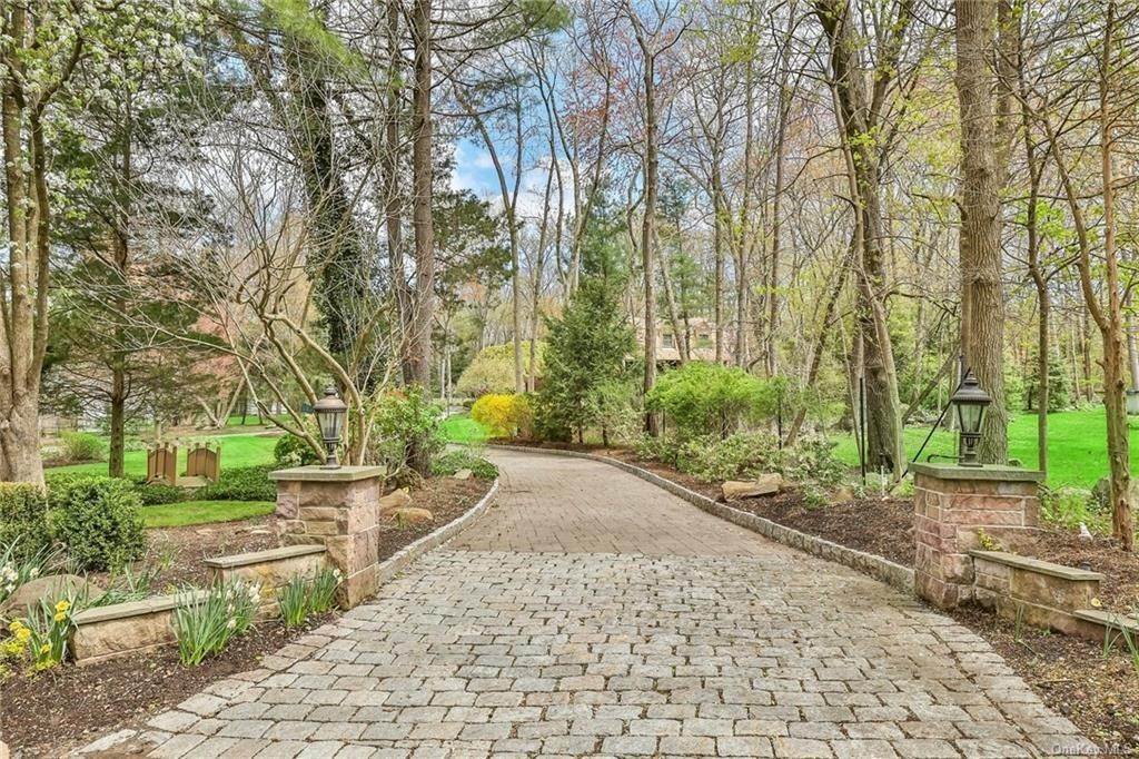 2. Single Family Home for Sale at 1A Century Road Palisades, New York, 10964 United States
