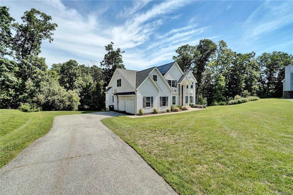 2. Single Family Home for Sale at 11 Sherwood Court Highland Mills, New York, 10930 United States