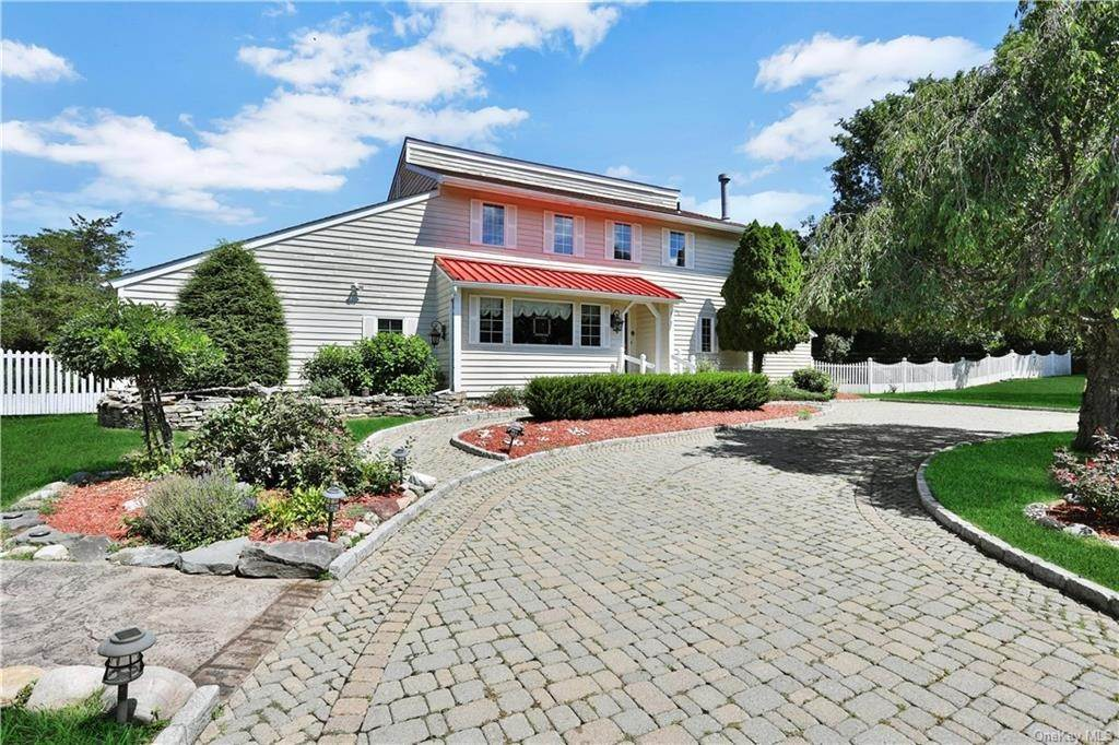 2. Single Family Home for Sale at 2 Sheafe Circle Rock Tavern, New York, 12575 United States