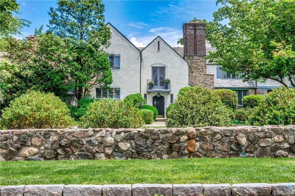 2. Single Family Home for Sale at 14 Courseview Road Bronxville, New York, 10708 United States