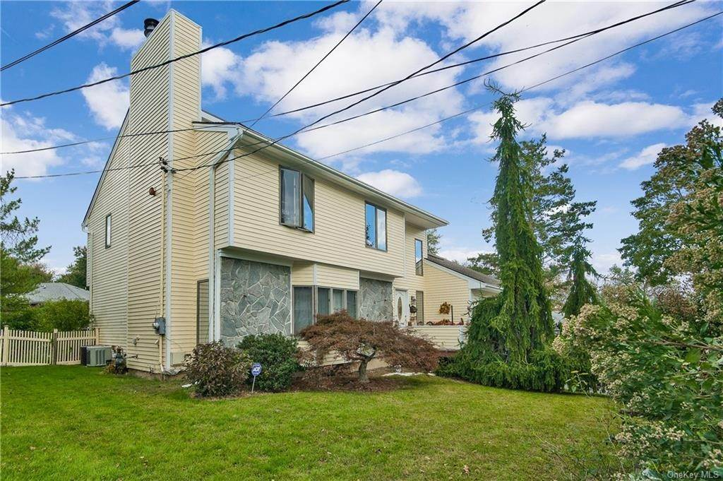 2. Single Family Home for Sale at 88 Rockingchair Road White Plains, New York, 10607 United States