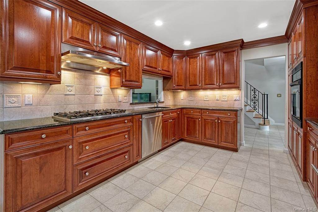 2. Single Family Home for Sale at 188 Country Ridge Drive Rye Brook, New York, 10573 United States