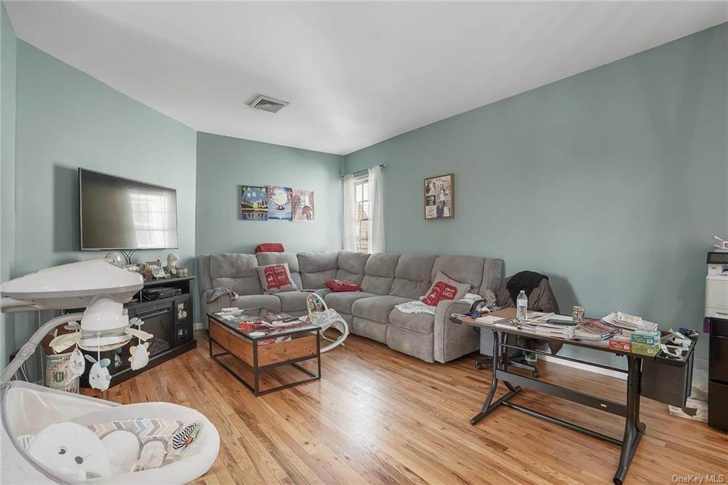 2. Single Family Home for Sale at 354 Columbus Avenue West Harrison, New York, 10604 United States