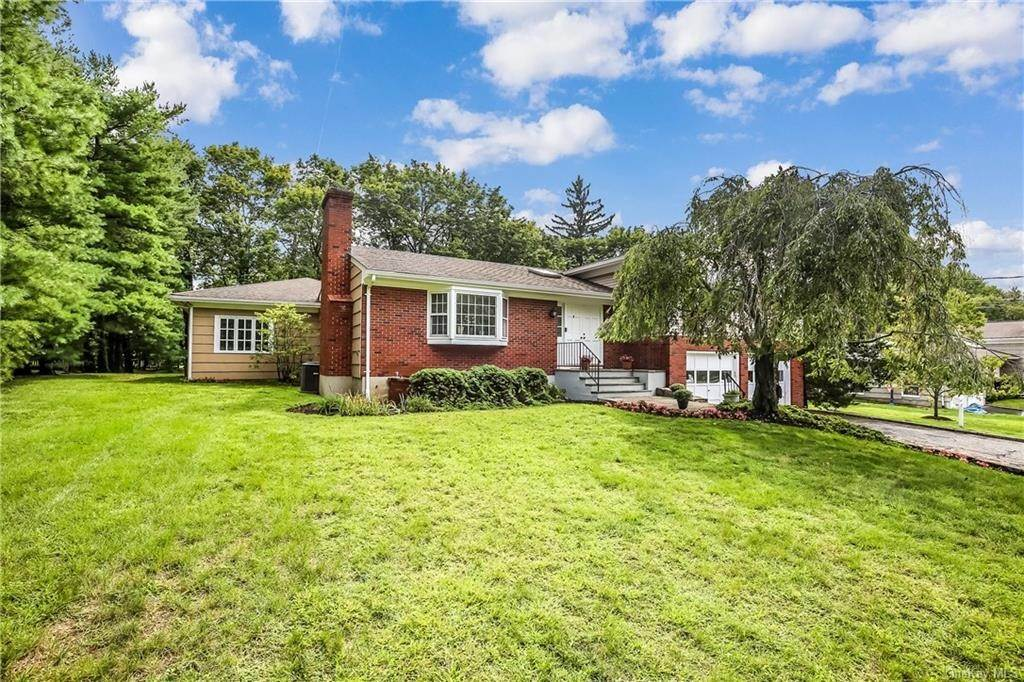 2. Single Family Home for Sale at 4 Loch Lane Rye Brook, New York, 10573 United States