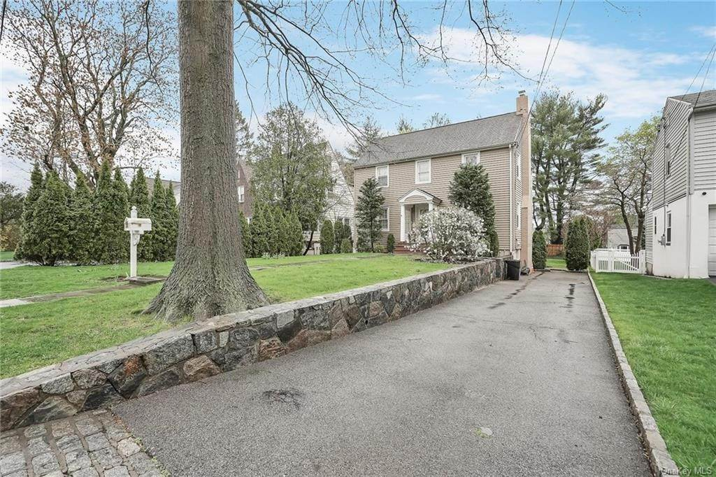 2. Single Family Home for Sale at 20 Deerfield Avenue Eastchester, New York, 10709 United States