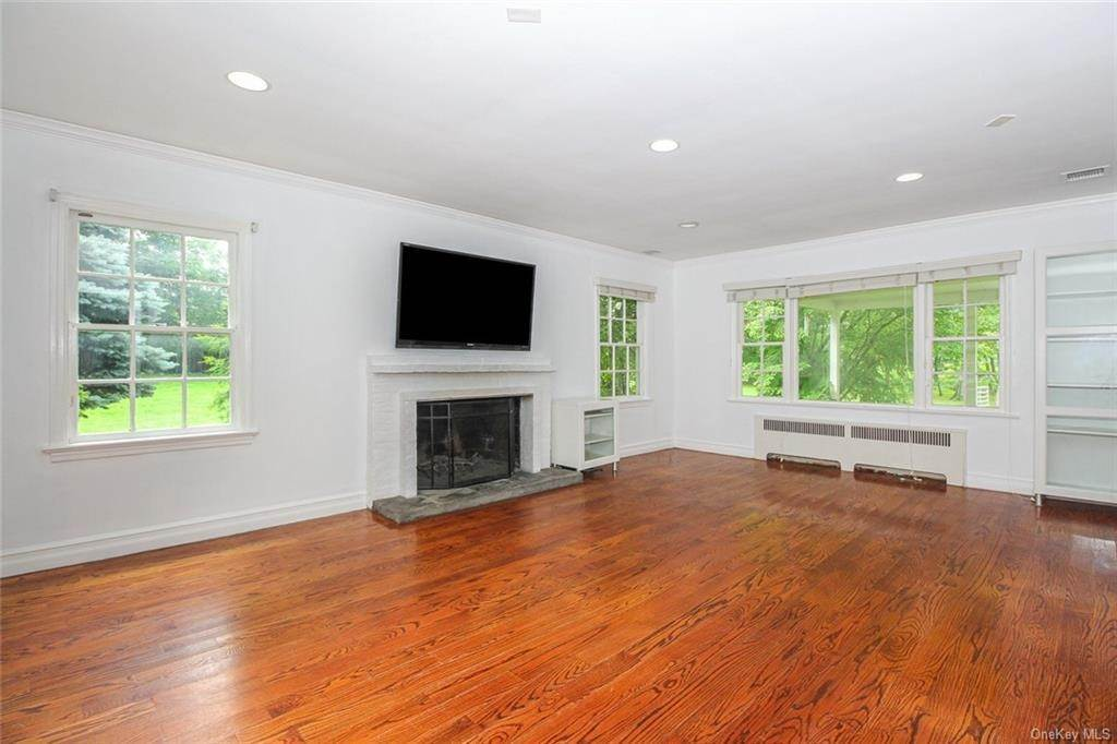 2. Single Family Home for Sale at 25 High Point Lane Scarsdale, New York, 10583 United States