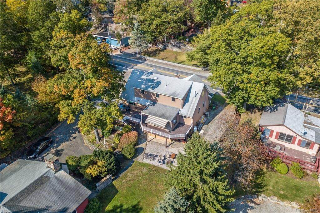 2. Single Family Home for Sale at 200 Jersey Avenue Greenwood Lake, New York, 10925 United States