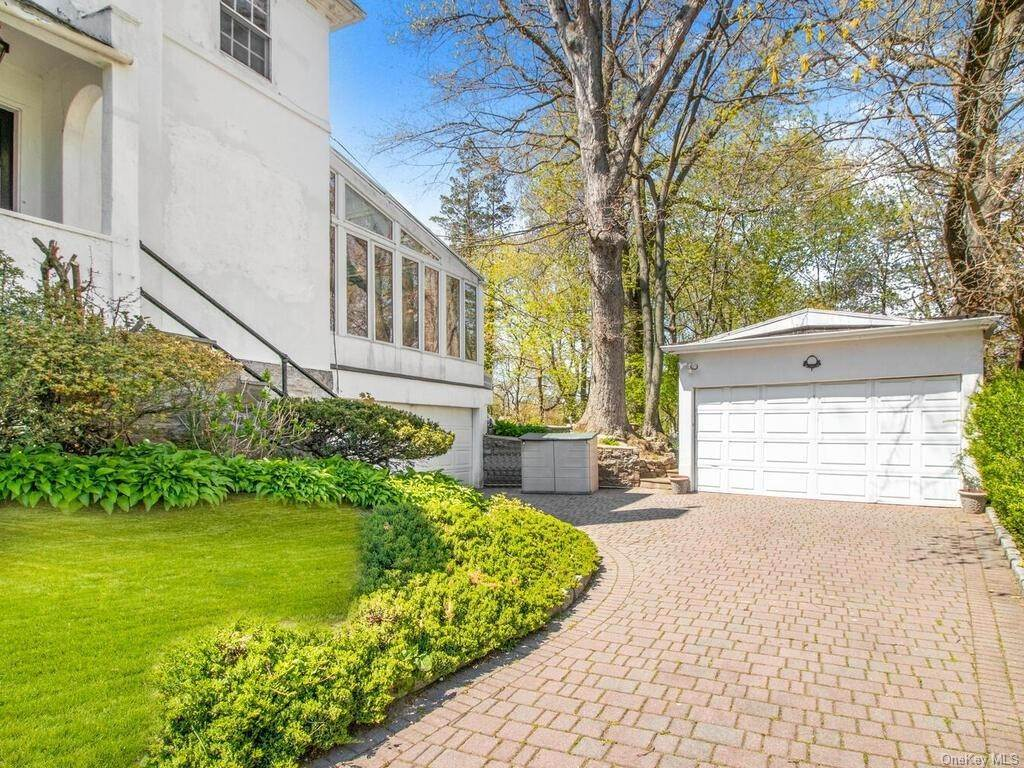 2. Single Family Home for Sale at 62 Cortlandt Avenue New Rochelle, New York, 10801 United States