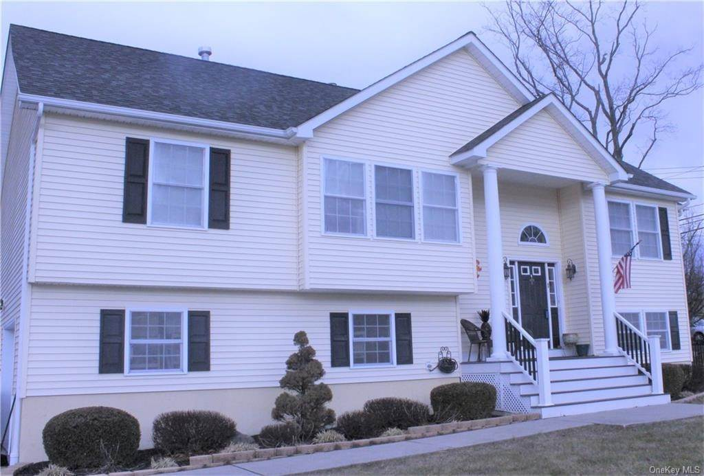 2. Single Family Home for Sale at 2 Horse Shoe Court Goshen, New York, 10924 United States