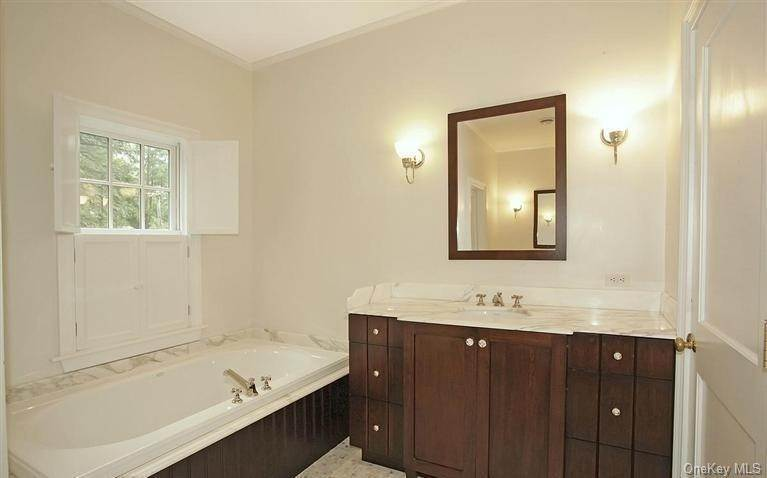 20. Single Family Home for Sale at 245 Bedford Banksville Road Bedford, New York, 10506 United States