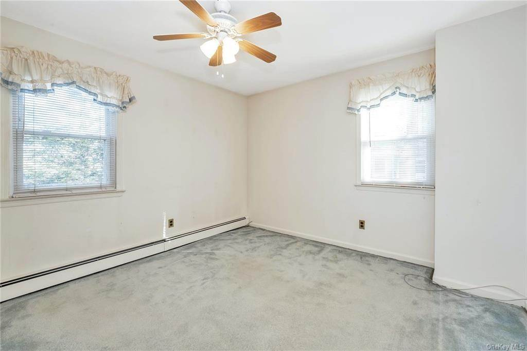 20. Single Family Home for Sale at 536 Commerce Street Hawthorne, New York, 10532 United States