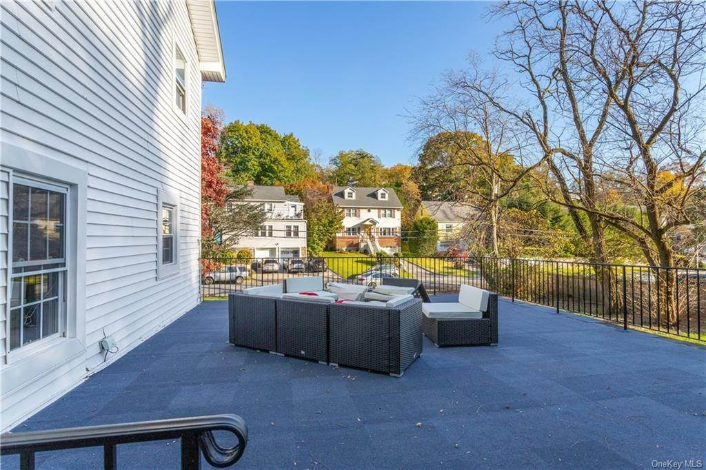 20. Single Family Home for Sale at 107 Valley Road White Plains, New York, 10604 United States