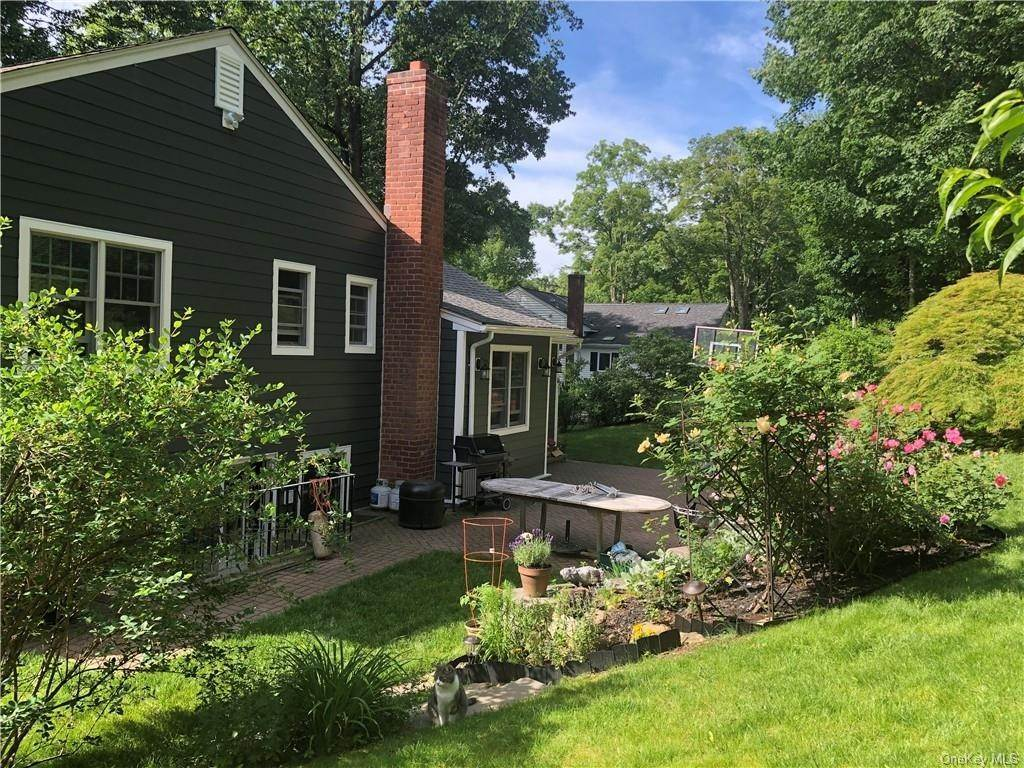 20. Single Family Home for Sale at 2 Pine Ridge Road Rye Brook, New York, 10573 United States