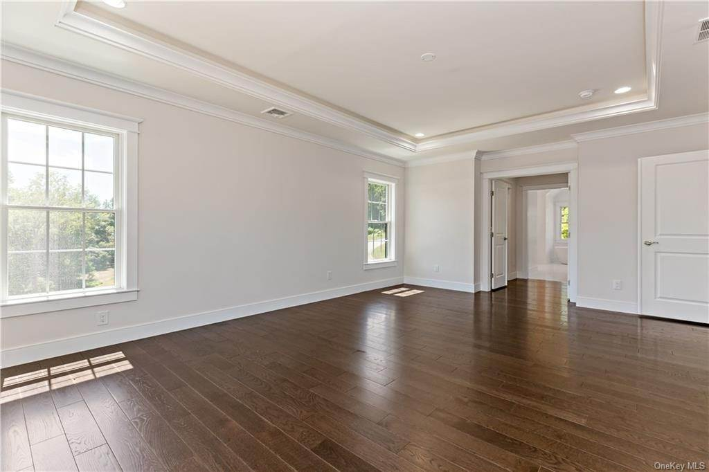 20. Single Family Home for Sale at 72 Fee Court Briarcliff Manor, New York, 10510 United States