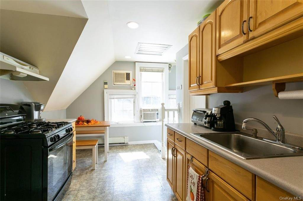 20. Single Family Home for Sale at 88 Pine Avenue Ossining, New York, 10562 United States