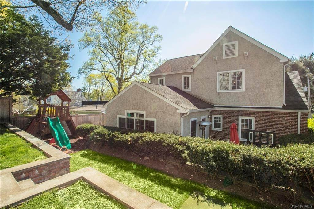 20. Single Family Home for Sale at 52 Sherwood Drive Larchmont, New York, 10538 United States