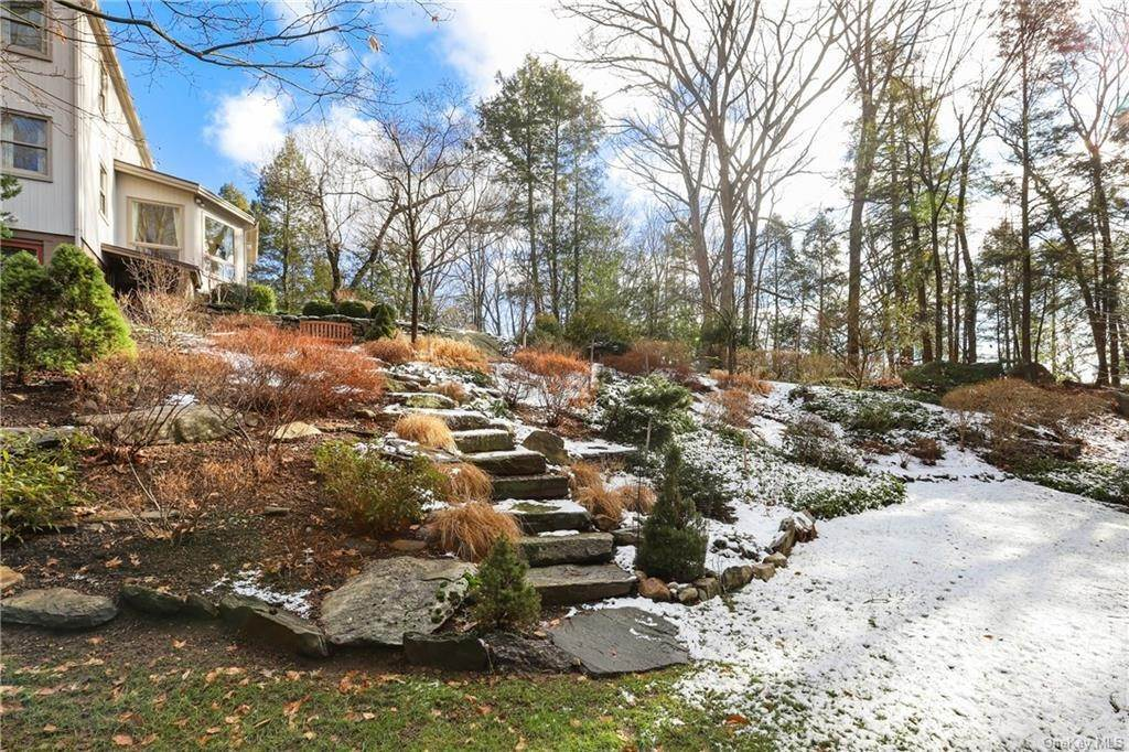 20. Single Family Home for Sale at 22 Bob Hill Road Pound Ridge, New York, 10576 United States