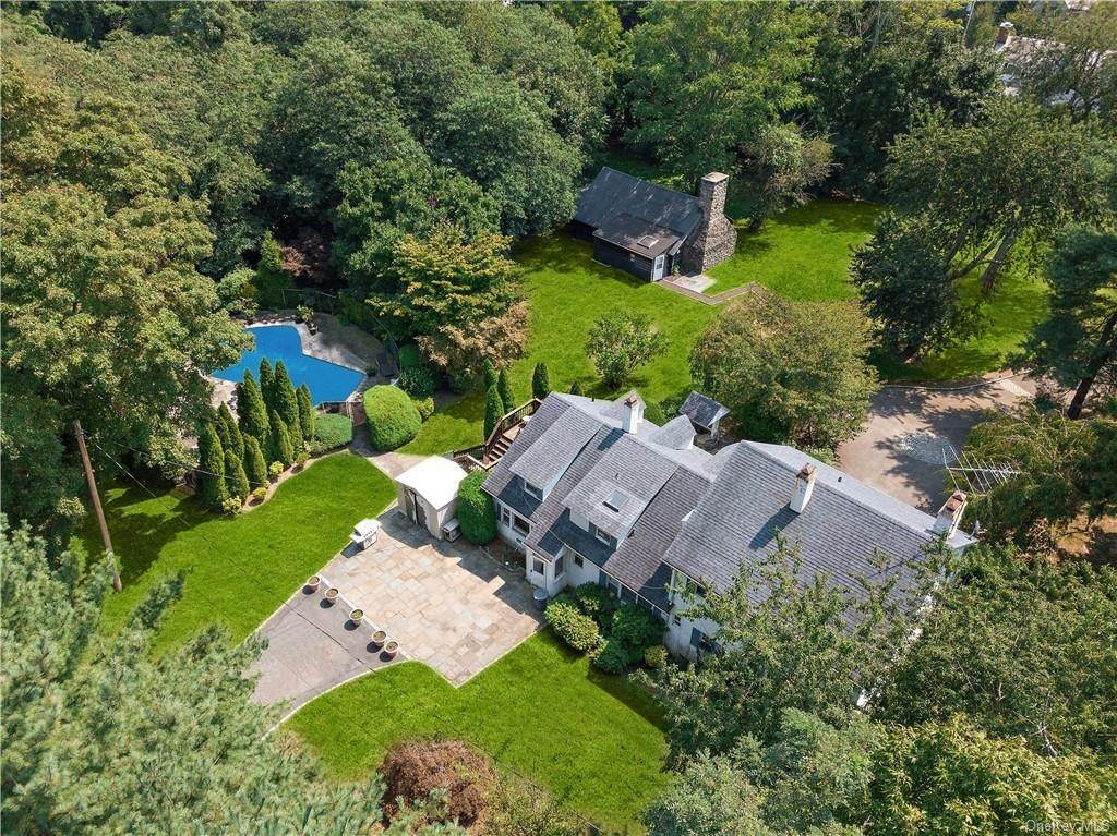 20. Single Family Home for Sale at 93 Wilmot Road New Rochelle, New York, 10804 United States