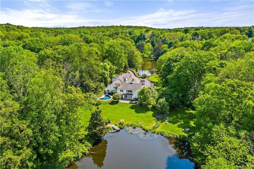 20. Single Family Home for Sale at 446 Long Ridge Road Pound Ridge, New York, 10576 United States