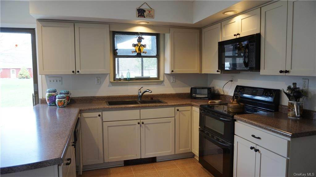 20. Single Family Home for Sale at 233 Maybrook Road Campbell Hall, New York, 10916 United States
