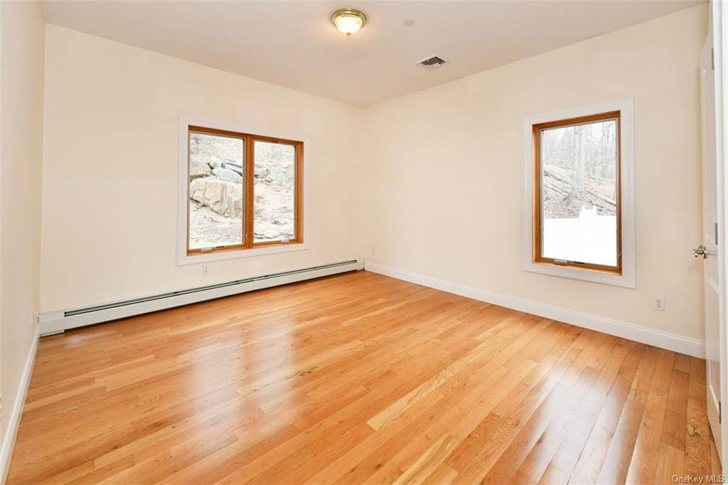 20. Single Family Home for Sale at 60 Central Highway New City, New York, 10956 United States