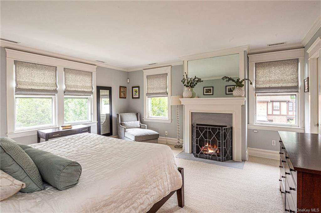 20. Single Family Home for Sale at 119 White Plains Road Bronxville, New York, 10708 United States