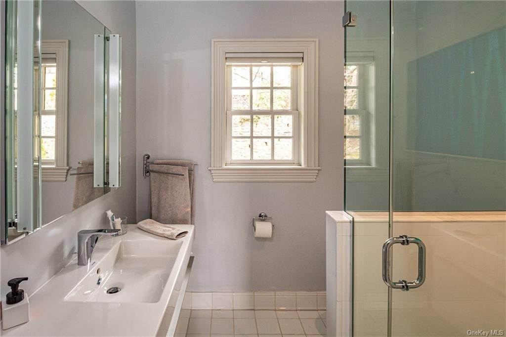 20. Single Family Home for Sale at 1 Woodland Avenue Bronxville, New York, 10708 United States