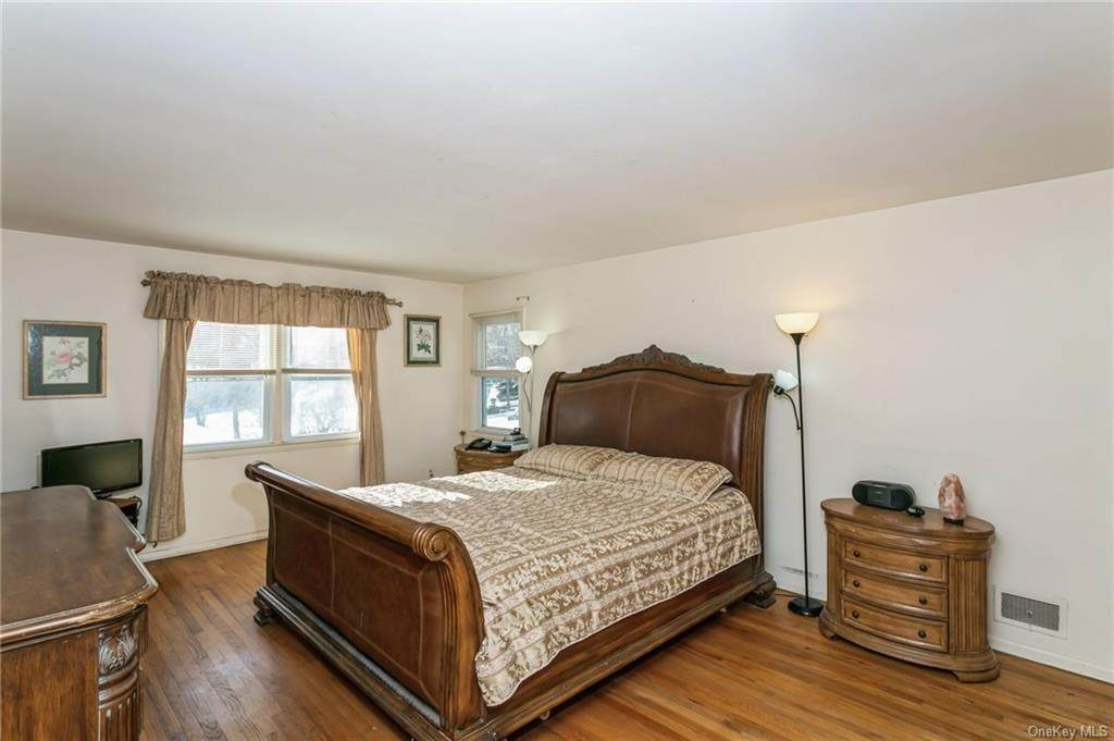 20. Single Family Home por un Venta en 12 Woodland Road New City, Nueva York, 10956 Estados Unidos