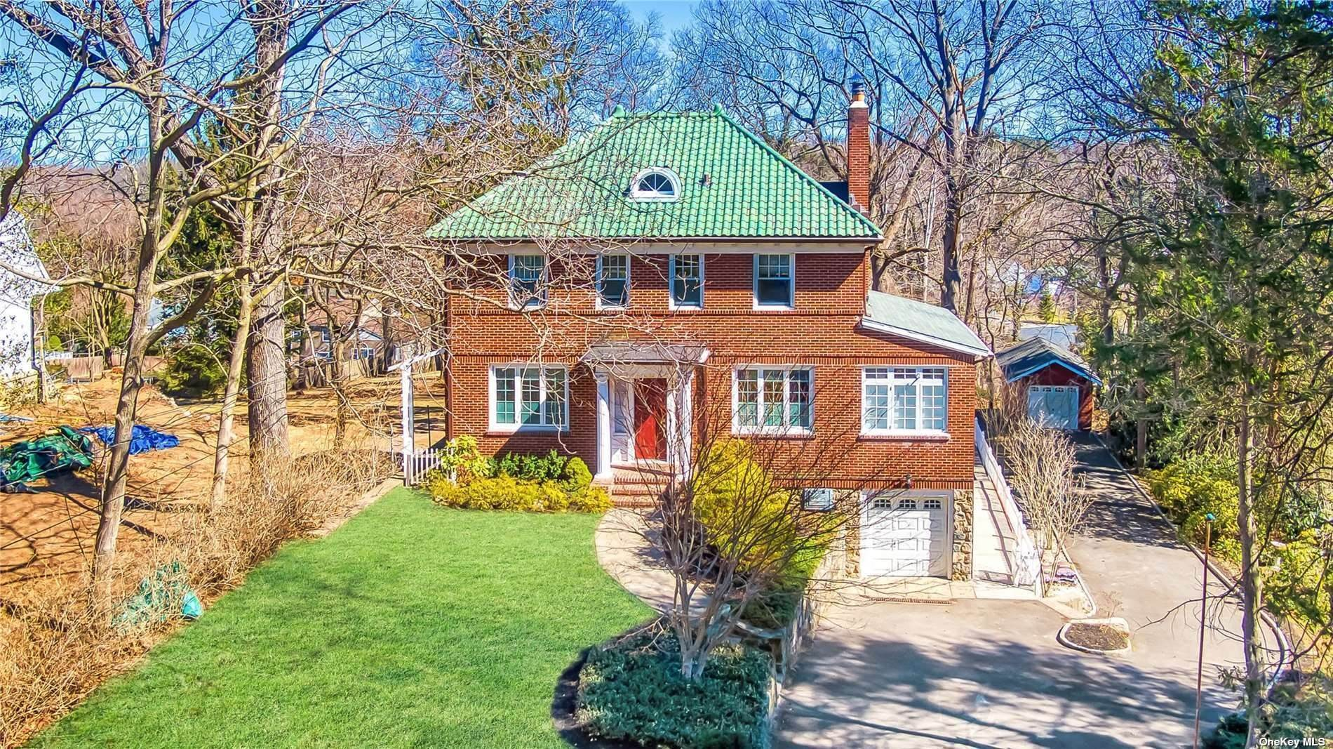 20. Single Family Home for Sale at 32 Soulice Place New Rochelle, New York, 10804 United States