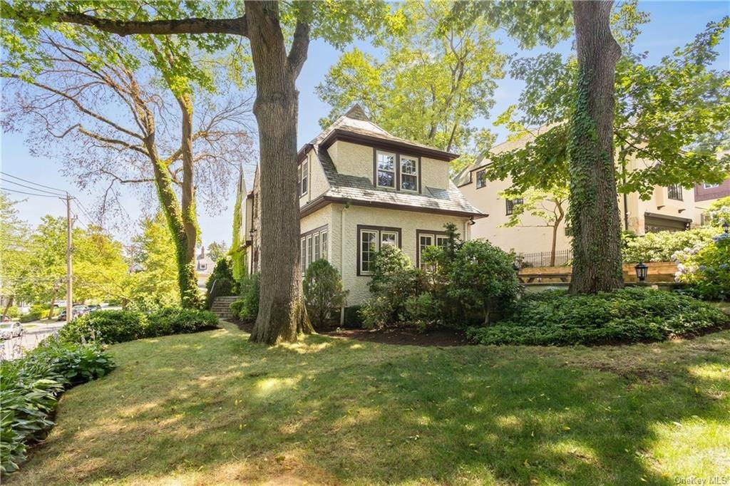 20. Single Family Home for Sale at 10 Hall Avenue Larchmont, New York, 10538 United States