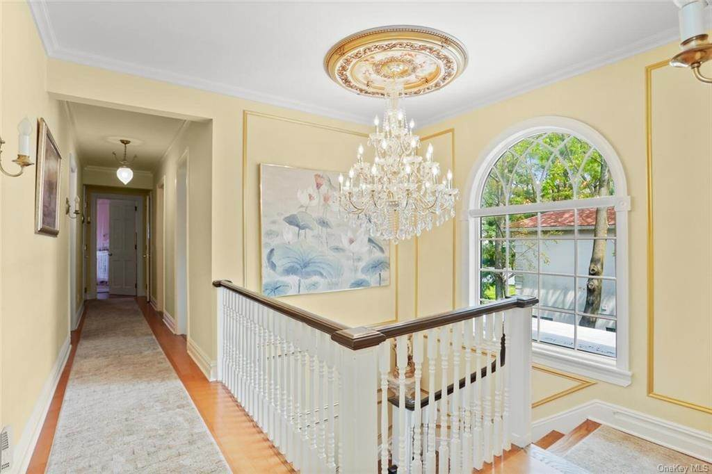 21. Single Family Home for Sale at 30 Dupont Avenue White Plains, New York, 10605 United States