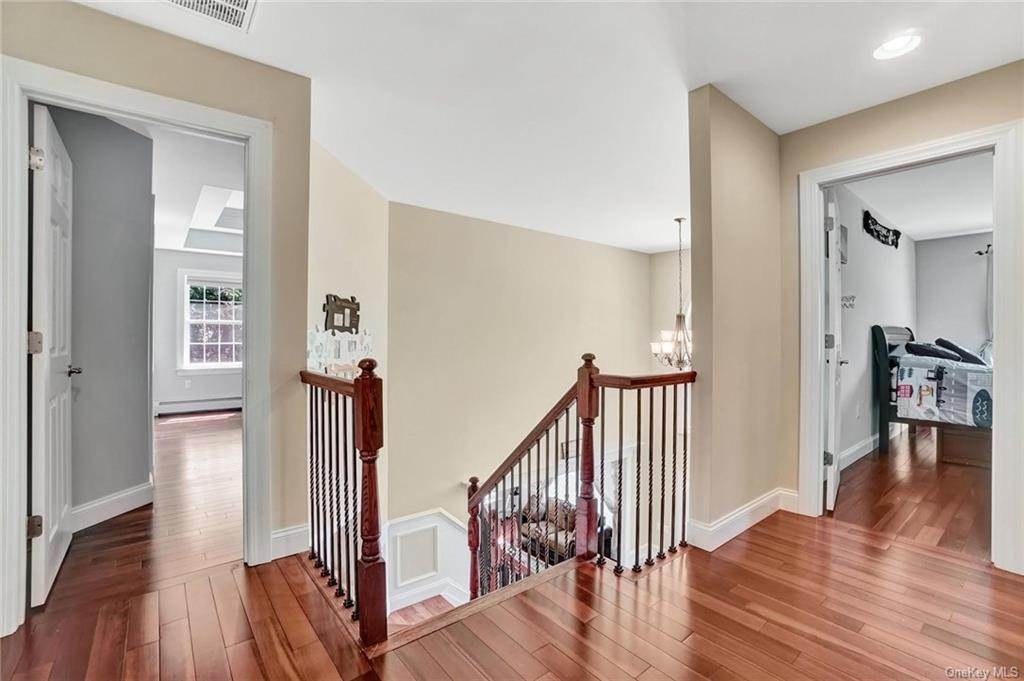 21. Single Family Home for Sale at 11 Sherwood Court Highland Mills, New York, 10930 United States