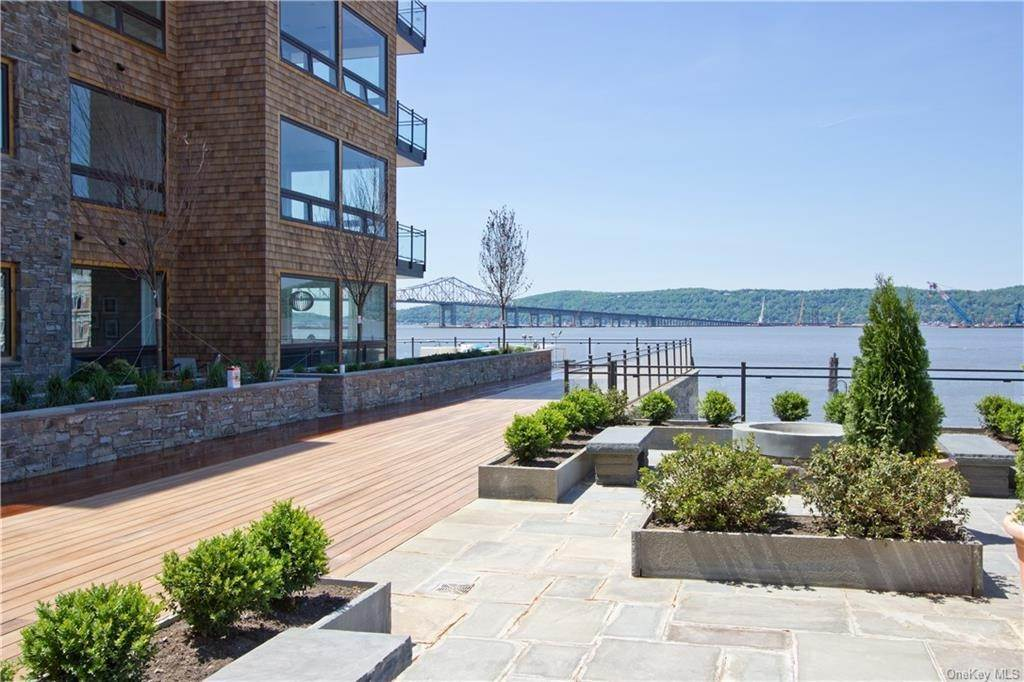 21. Single Family Home for Sale at 11 River Street Sleepy Hollow, New York, 10591 United States
