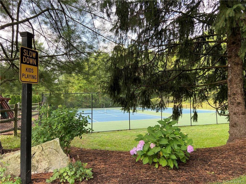 21. Single Family Home for Sale at 173 Birchwood Close Chappaqua, New York, 10514 United States