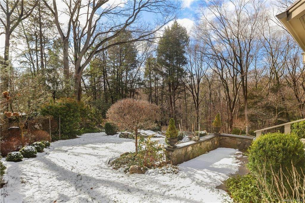 21. Single Family Home for Sale at 22 Bob Hill Road Pound Ridge, New York, 10576 United States