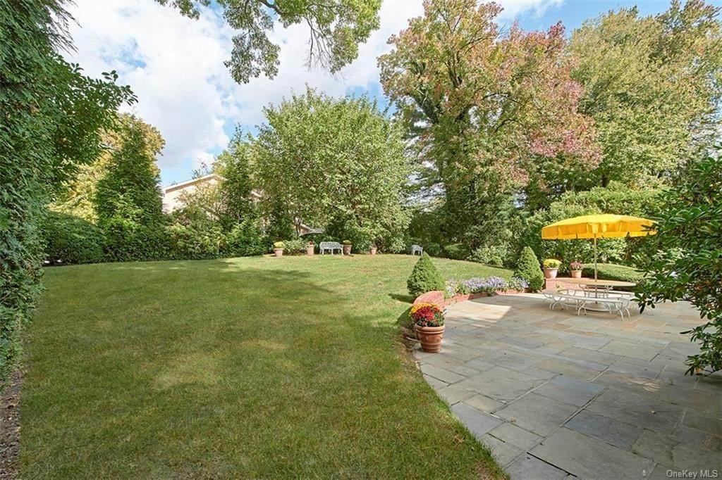 21. Single Family Home for Sale at 188 Country Ridge Drive Rye Brook, New York, 10573 United States