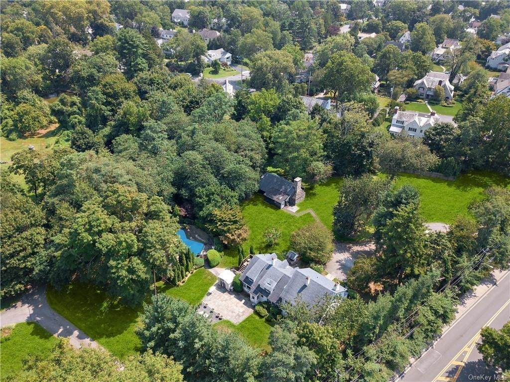 21. Single Family Home for Sale at 93 Wilmot Road New Rochelle, New York, 10804 United States