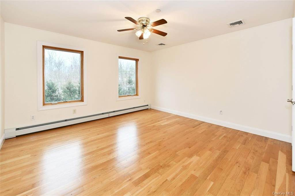 21. Single Family Home for Sale at 60 Central Highway New City, New York, 10956 United States